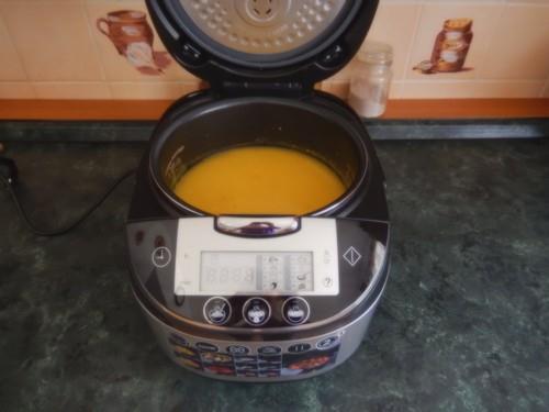 Skvělým pomocníkem pro přípravu pokrmů je multifunkčního vařiče COOK@HOME značky Russell Hobbs