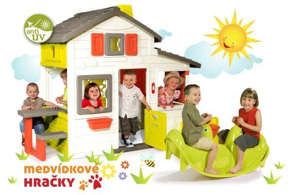 Plastové hračky jsou lehké, levné a hygienické