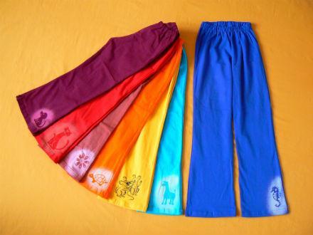Barevné legíny s obrázky na nohavicích