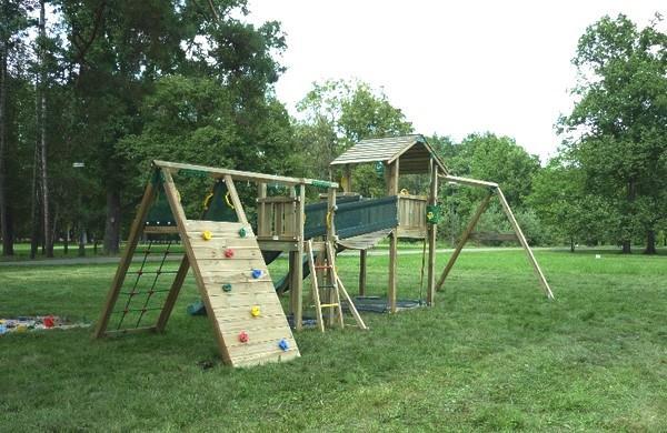 Velkorysé dětské hřiště