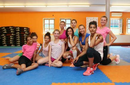 Hanka Kynychová se věnuje i dětem z dětských domovů, pro které připravuje projekt Hejbejte se a zpívejte!