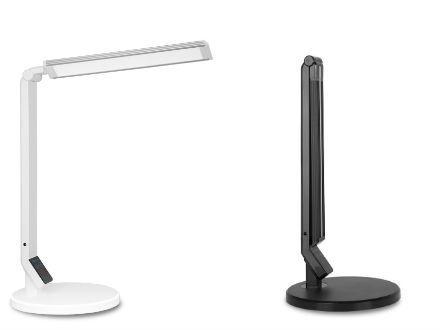 Kvalitní osvětlení psacího stolu je také velmi důležité