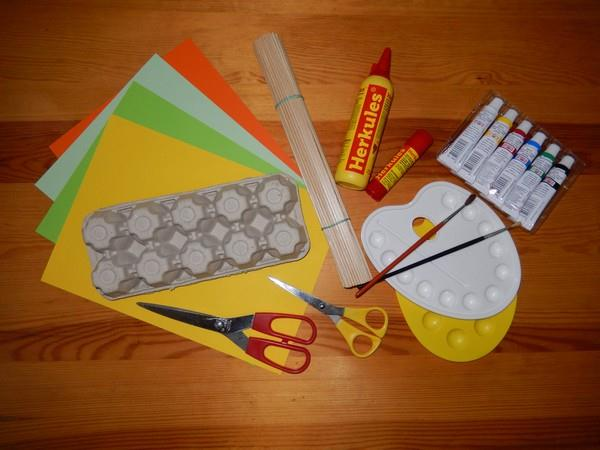Věci potřebné k výrobě papírových narcisků