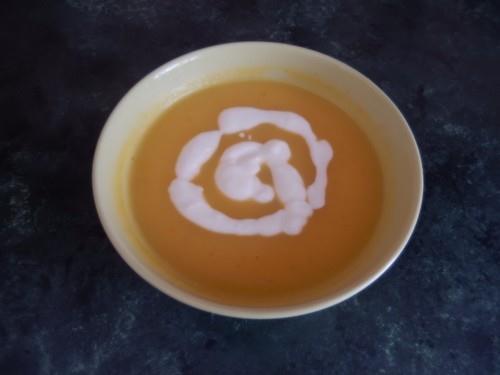 A takto vypadá finále - dýňová polévka, můžete přidat např. krutonky