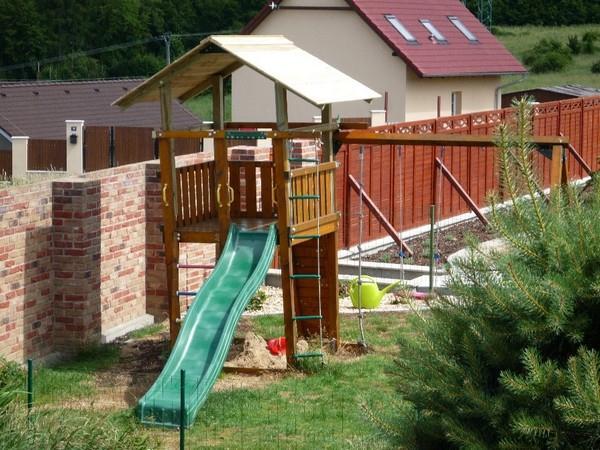 Menší typ dětského hřiště
