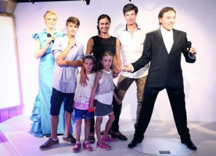 Hanka Kynychová s dětmi v muzeu voskových figurín