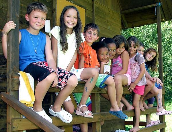Skupina dětí na táboře
